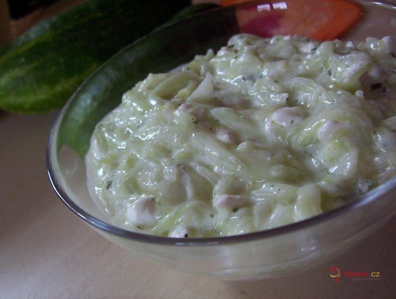 Osvěžující okurkový salát