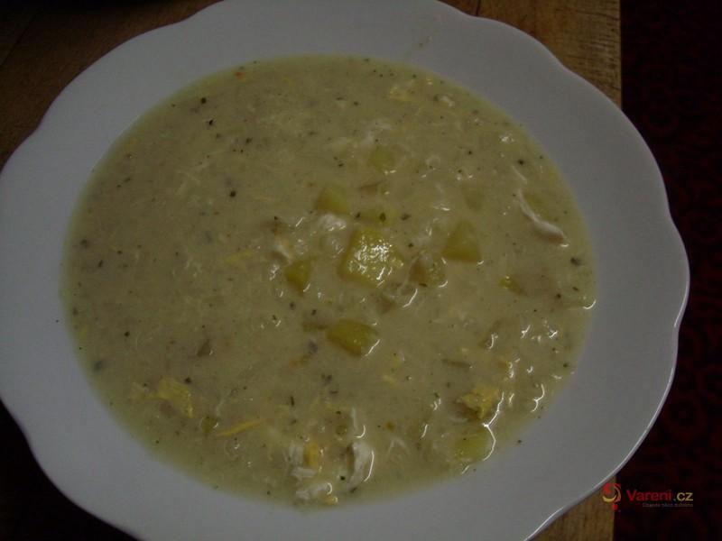 Hustá květáková polévka s vejci a brambory