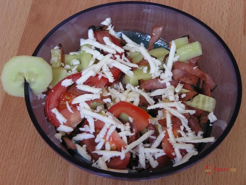 Míchaný salát s balkánským sýrem a šunkou