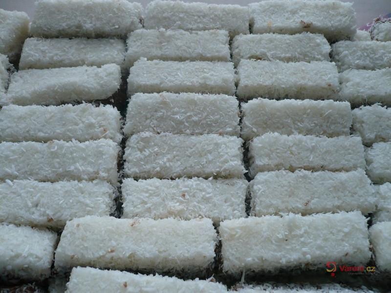 Dvoubarevné kokosové suky