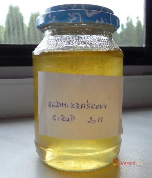 Sedmikráskový sirup s citronem