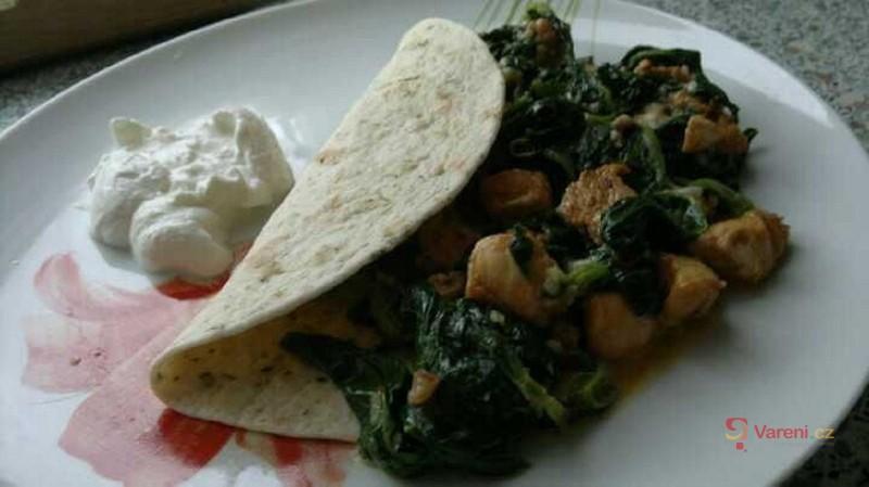 Tortilla se špenátem a kuřecím masem