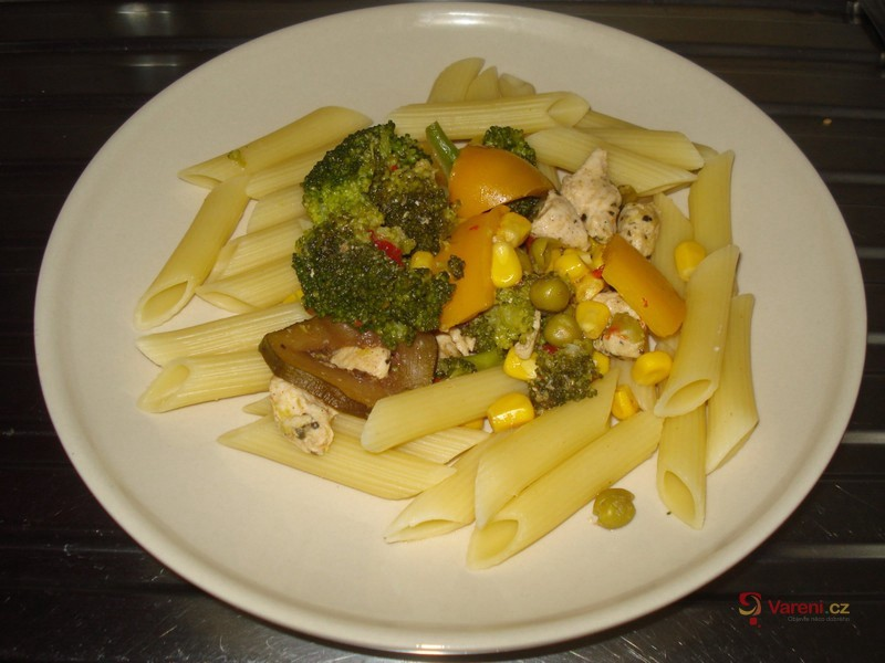 Těstoviny se zeleninou a masem