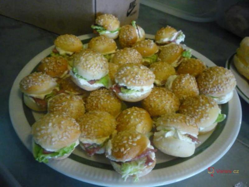 Plněné slané minihamburgery