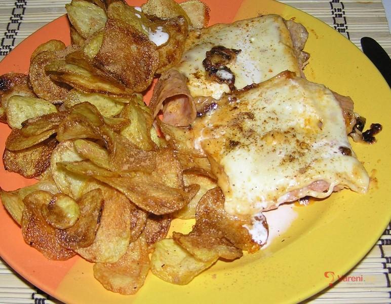 Kuřecí se šunkou, sýrem a chipsy