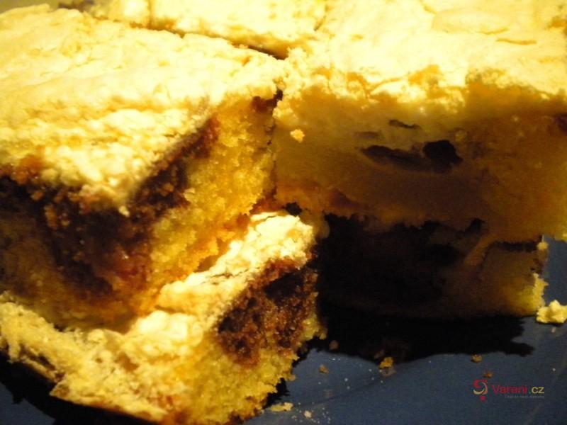 Ovocný koláč se sněhem