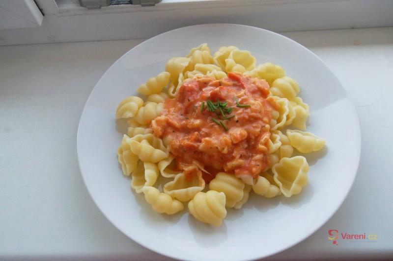 Těstoviny s mozzarellovou omáčkou
