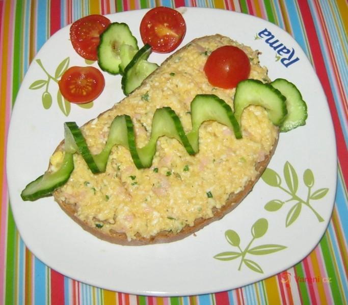 Tvarůžková pomazánka s vejci a šunkou