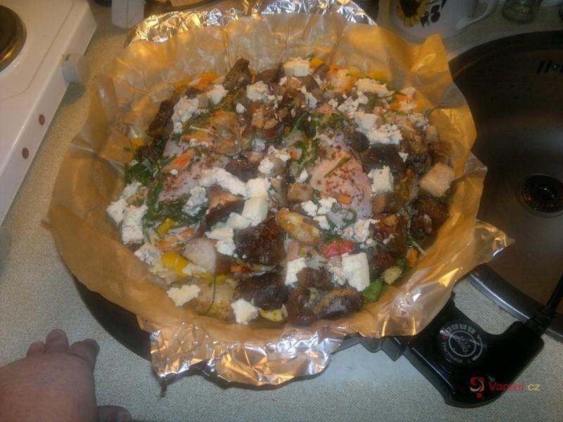 Zapečená kuřecí stehna se zeleninou