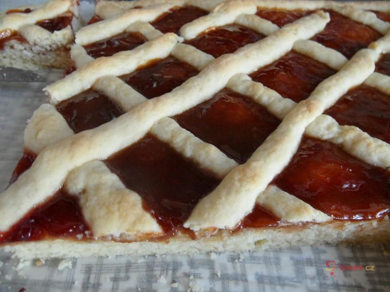 Šťavnatý linecký mřížkový koláč