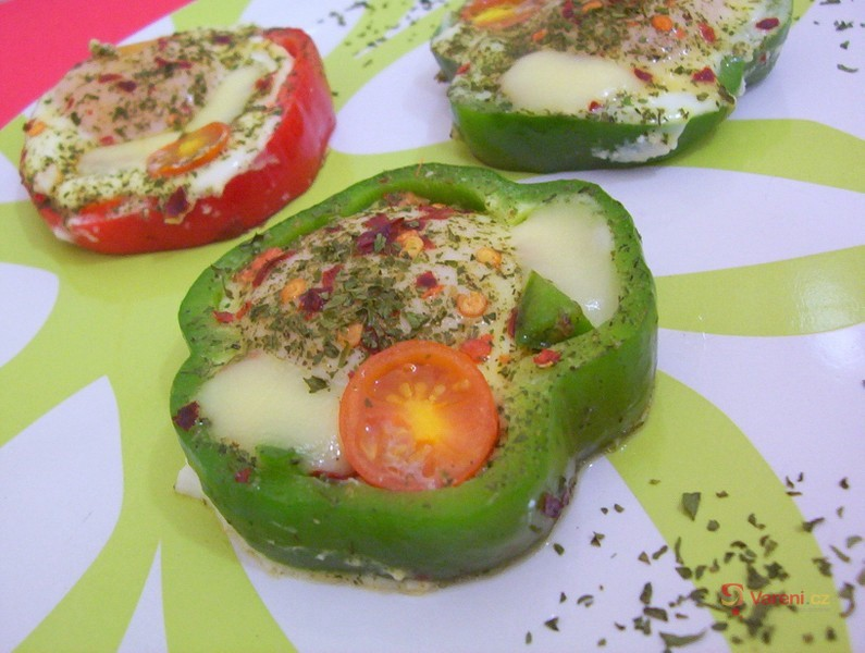 Sázená vejce v paprikovém kroužku