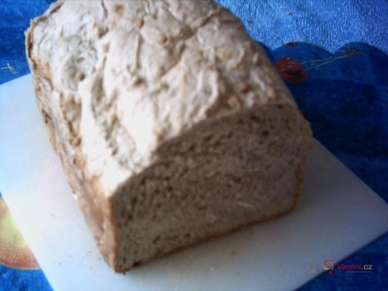 Pivní chléb se salámem