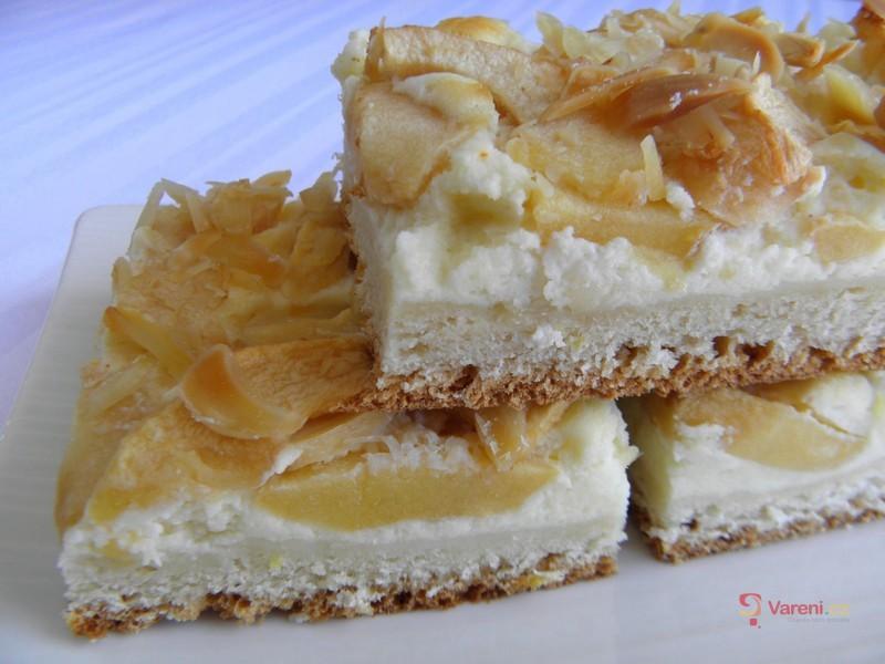 Kynutý jablkový koláč s tvarohem