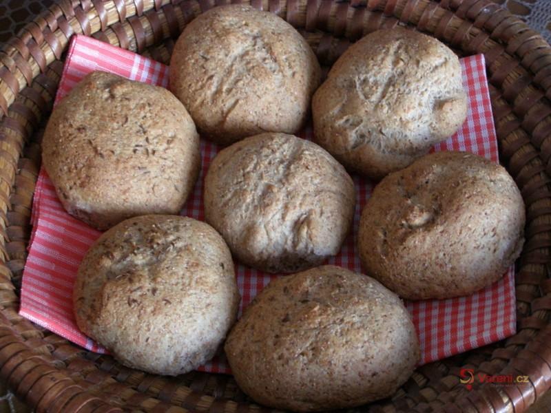 Špaldové bulky z domácí pekárny
