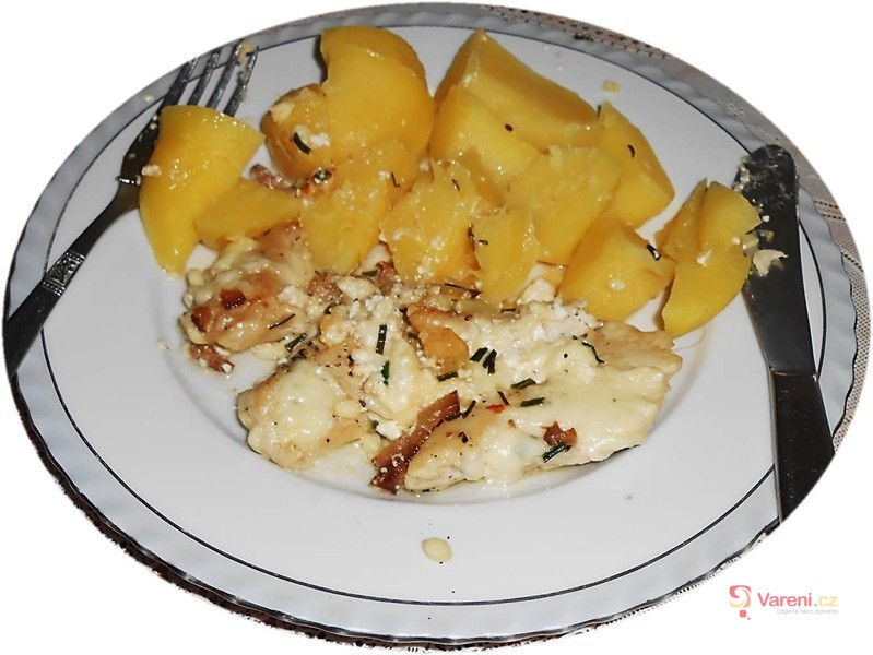 Kuřecí prsa pečená se sýrem a šlehačkou