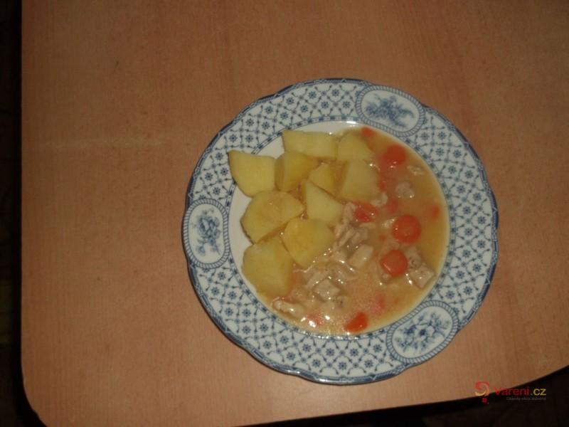 Dušená mrkev s kuřecím masem