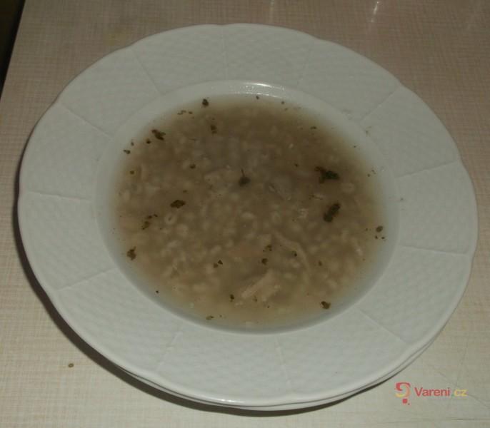 Bílá kroupová polévka