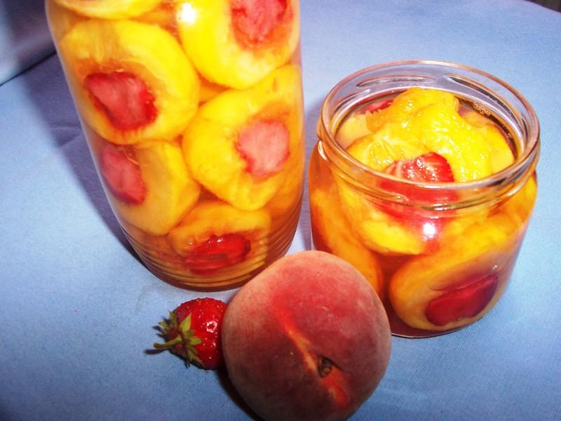 Broskvovo-jahodový kompot