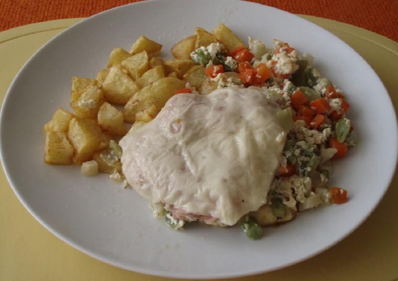 Zapečené kuřecí maso na zelenině