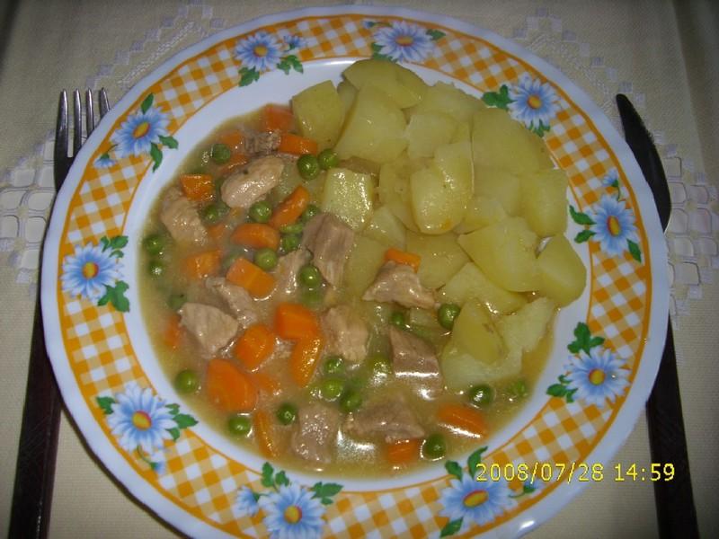 Maso s hráškem a mrkví