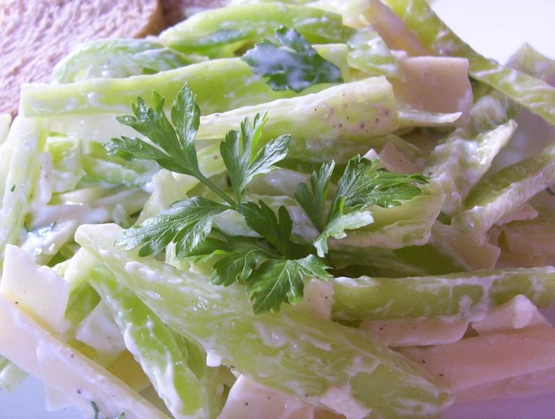 Paprikový salát s tvarohovou zálivkou
