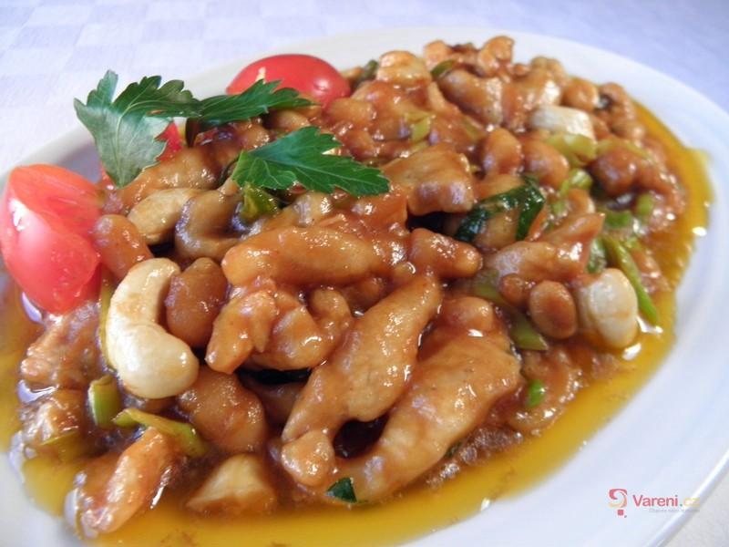 Pikantní krůtí nudličky s fazolemi