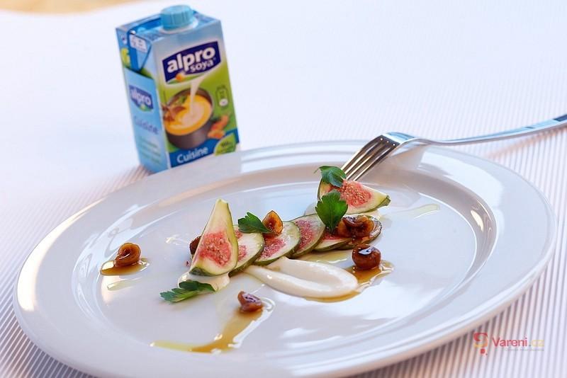 Fíky s kozím sýrem a sladkými oříšky