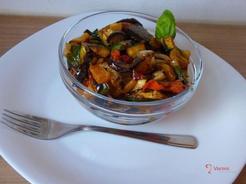 Salát z grilované zeleniny
