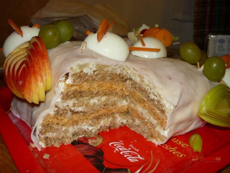 Slaný tvarůžkový nepečený dort