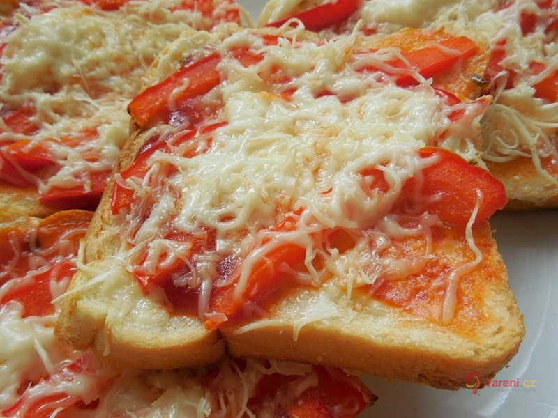 Pikantní paprikový toast