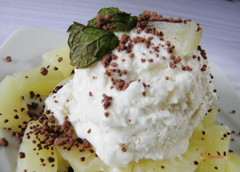 Kokosová zmrzlina s ananasem
