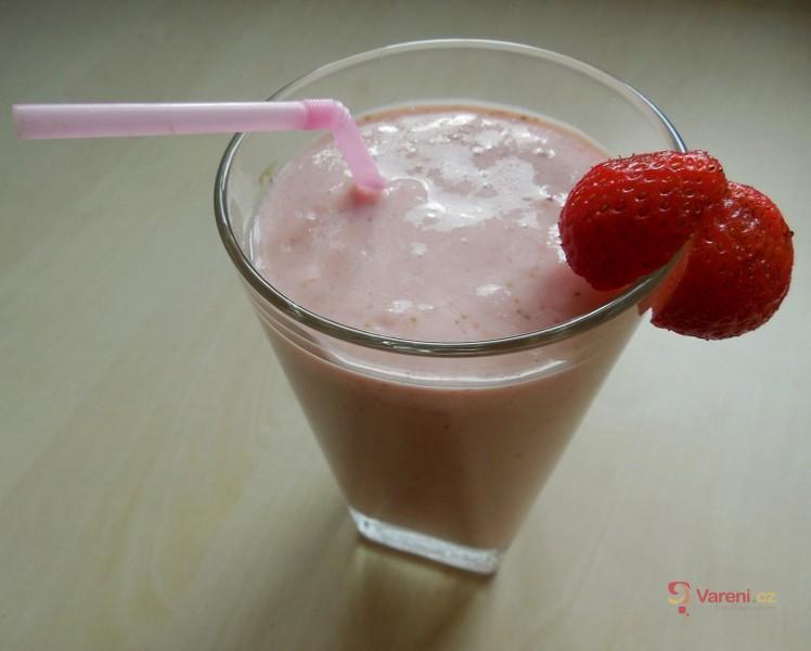 Jahodové smoothie s jogurtem