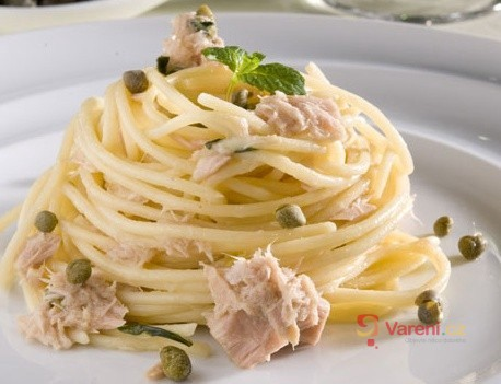 Barilla Spaghetti s kaparami, tuňákem a mátou