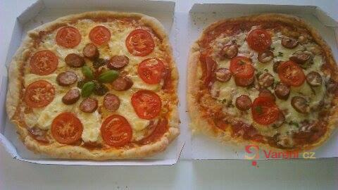 Originální italská pizza s omáčkou Sugo di pomodoro