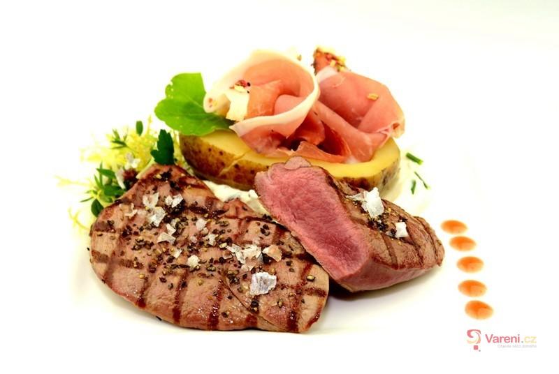 Plátky z jelení kýty s plněnou bramborou jihotyrolským špekem