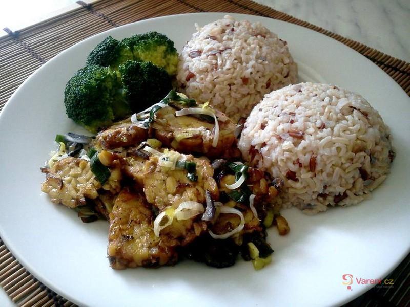 Tempeh s pórkem a rýží