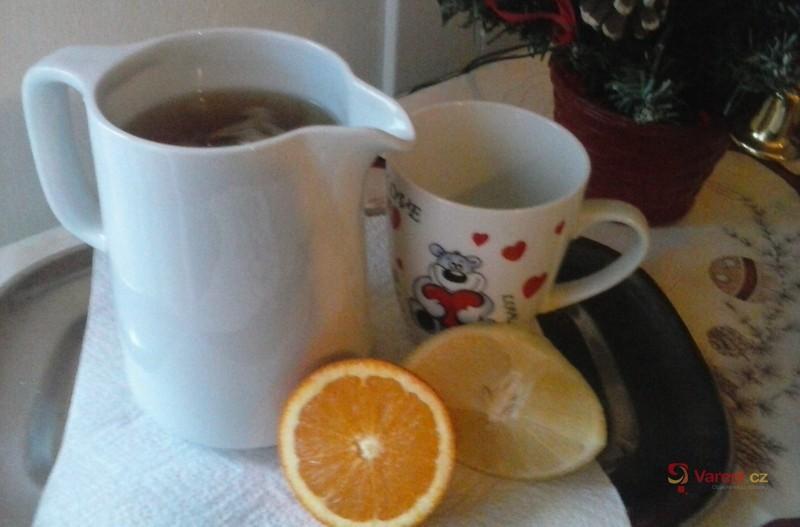Voňavý čaj s červeným vínem