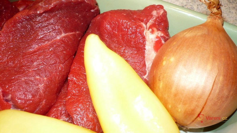 Hovězí závitky plněné zelenou paprikou