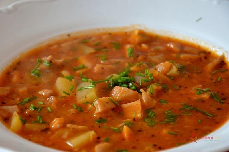 Gulášovo-dršťková polévka z hlívy ústřičné