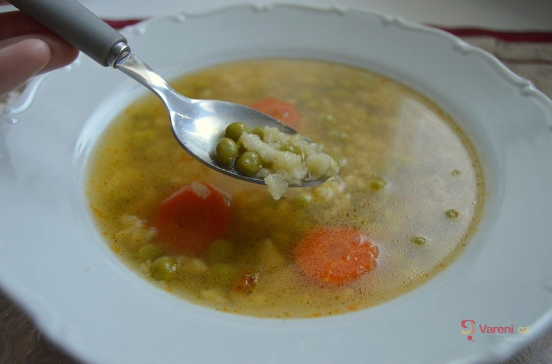 Hrášková polévka s krupicovou zavářkou