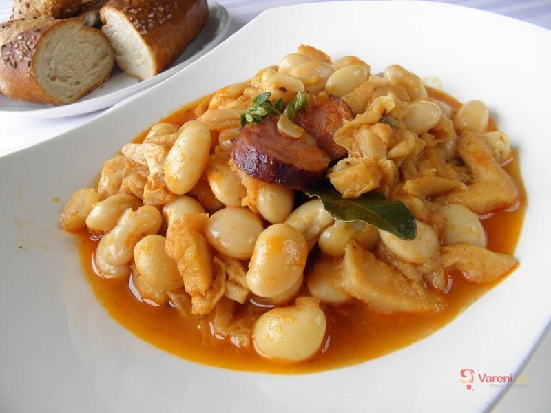 Dušené dršťky s fazolí a klobásou
