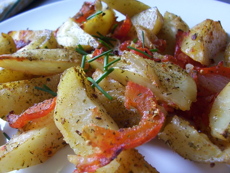 Grilované brambory s rajčaty