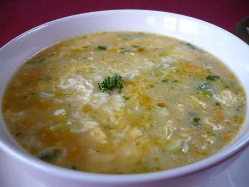 Jarní polévka s vejcem