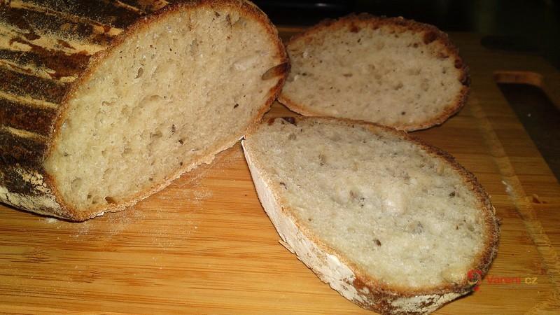 Pšenično-žitný kváskový ošatkový chléb s kombinovaným kynutím