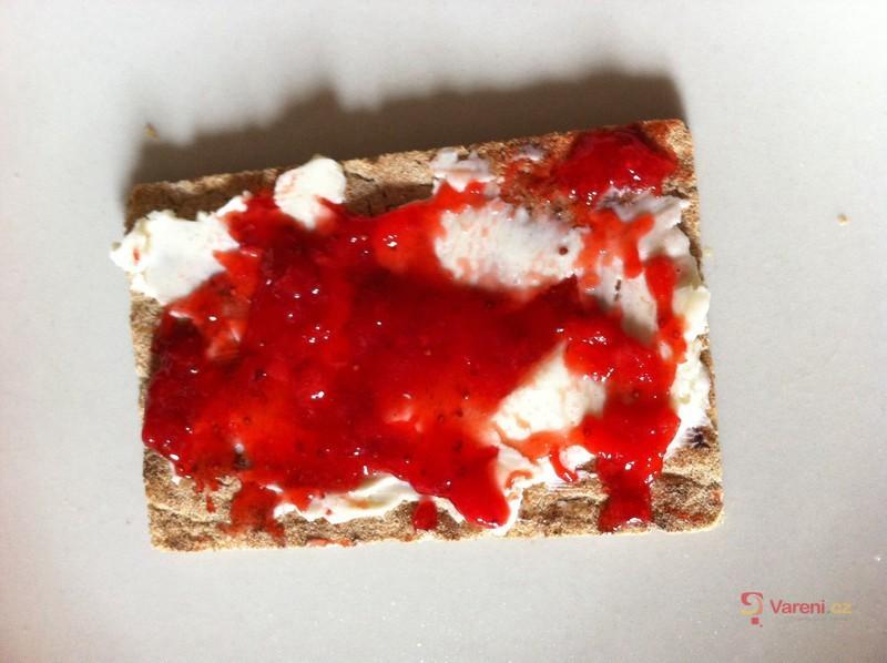 Jahodovo-bezový džem