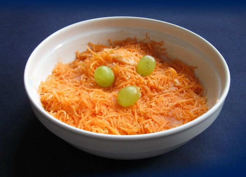 Mrkvový salát s mandlemi
