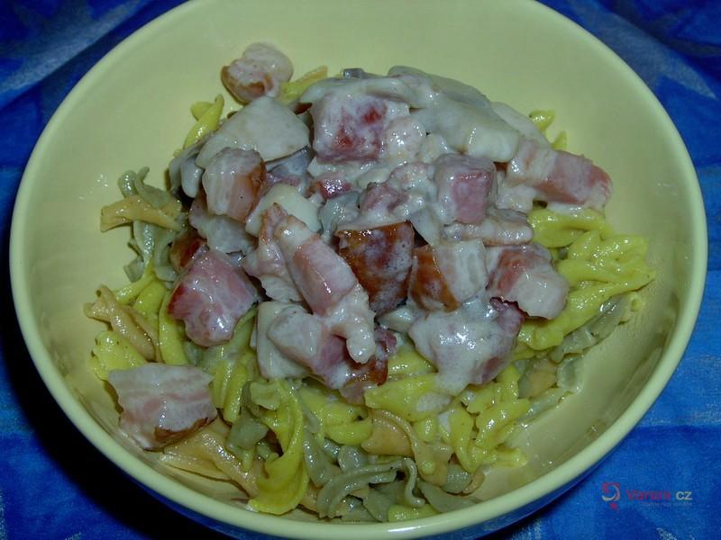 Bezlepkové těstoviny se žampiony a slaninou