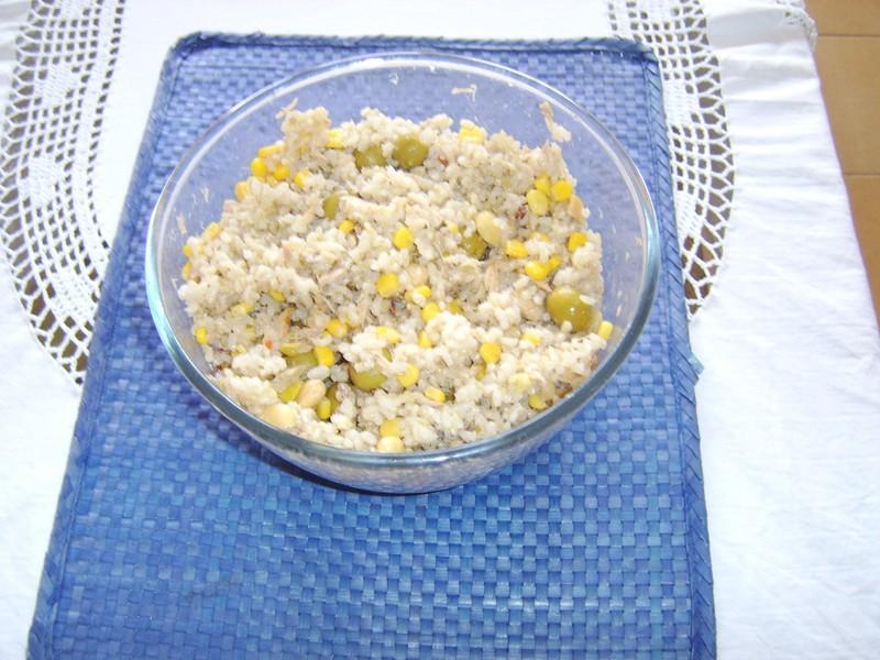 Rýžový salát s tuňákem a olivami
