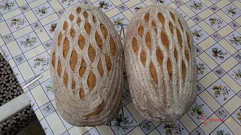 Domácí pšenično-žitný kváskový chléb