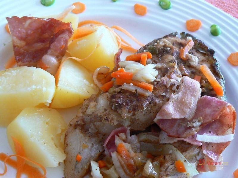 Amur se slaninou